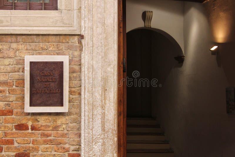 Raffaello gata, hus av Raffaello Sanzio, Urbino, Italien royaltyfri fotografi