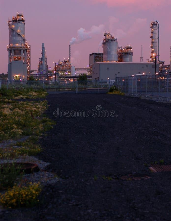 Raffinaderij bij nacht in Montreal (roze versie 2) royalty-vrije stock foto