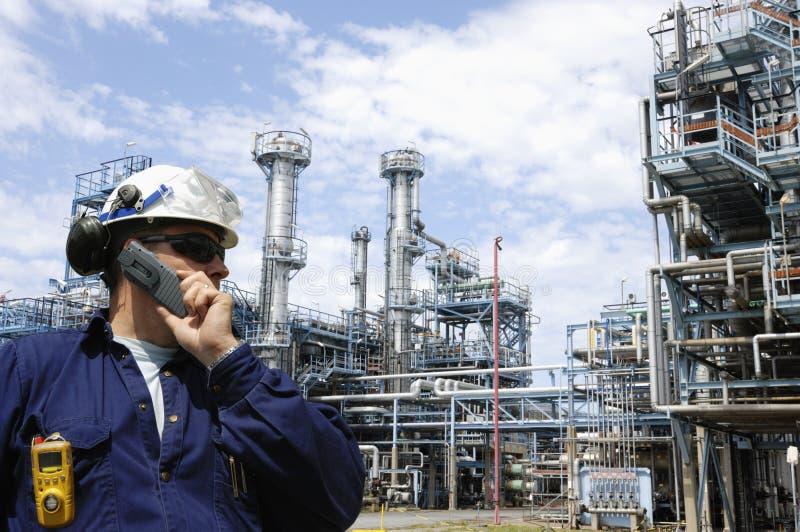 Raffinaderij en ingenieur royalty-vrije stock foto's
