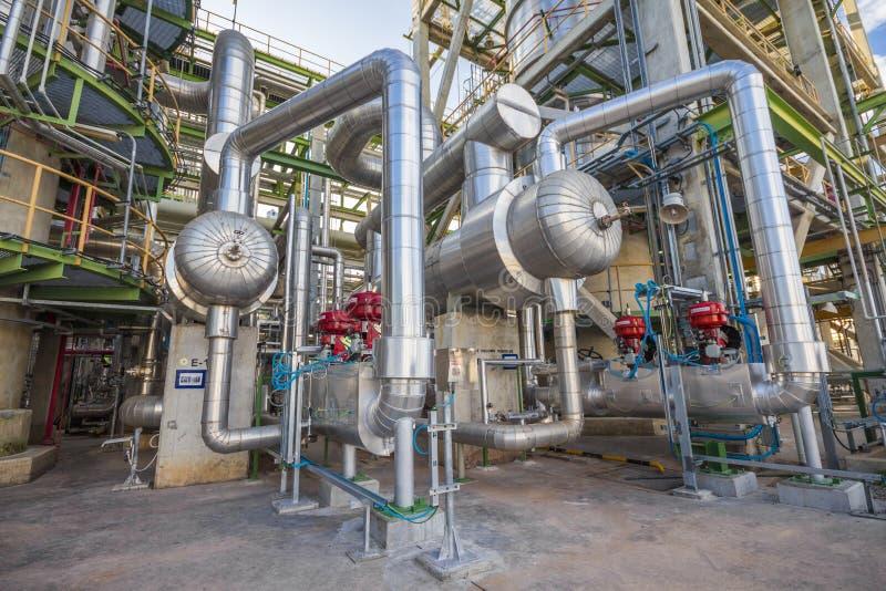 Raffinaderij industriële fabriek stock afbeelding
