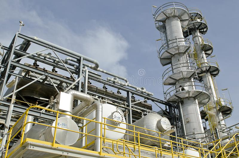 Raffinaderikolonn royaltyfria bilder