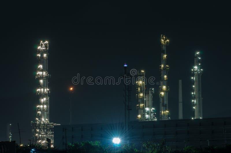 Download Raffinaderiväxt På Skymningen Arkivfoto - Bild av växt, bränsle: 27282422