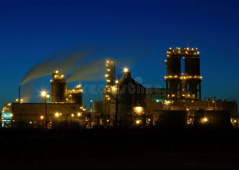 Raffineria alla notte a Montreal A2 fotografia stock libera da diritti