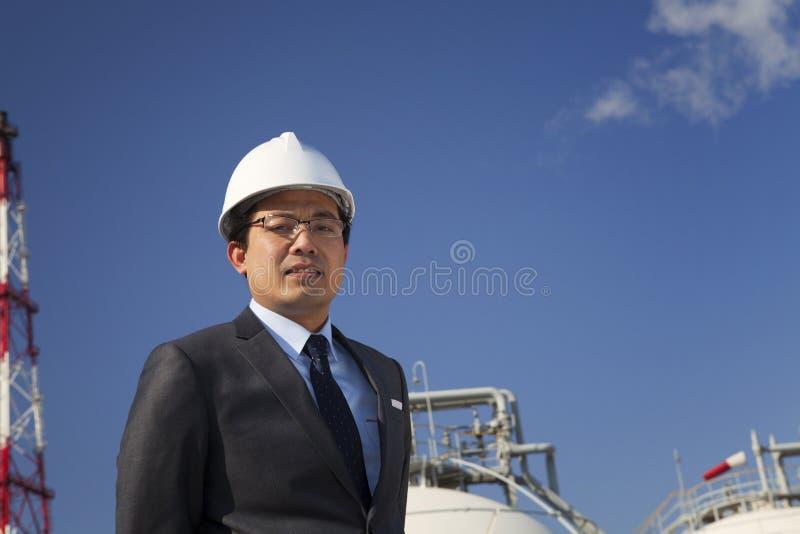 Raffineria di petrolio dell'ingegnere immagine stock libera da diritti