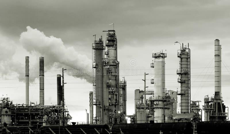Download Raffinerie de pétrole image stock. Image du prix, moderne - 738827