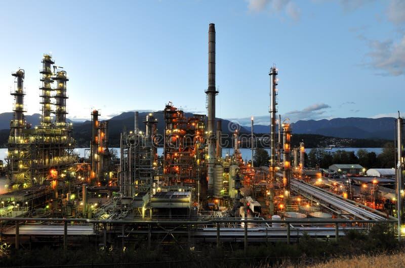 Raffinerie de pétrole la nuit, Burnaby photo libre de droits