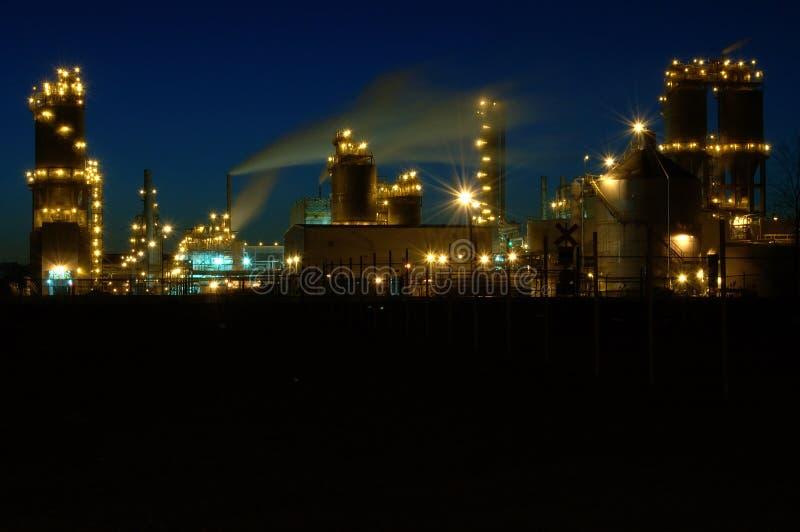 Raffinerie la nuit à Montréal A3 image libre de droits