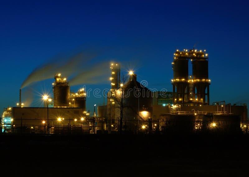 Raffinerie la nuit à Montréal A2 photo libre de droits