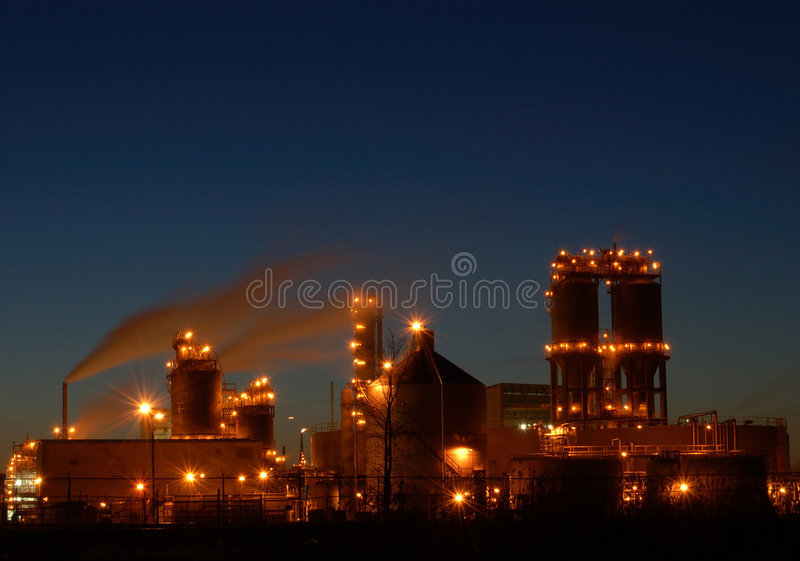 Raffinerie nachts in Montreal A1 stockbilder