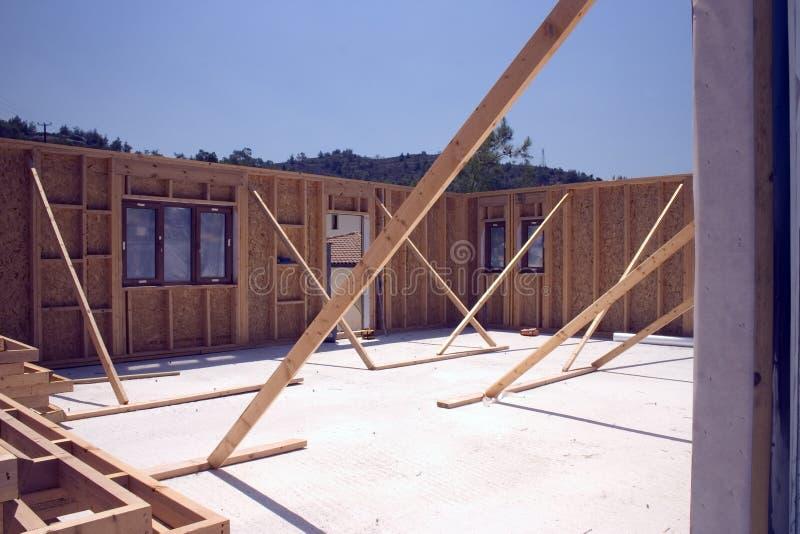 Download Rafforzi La Casa Con Legname Incorniciata In Costruzione Immagine Stock - Immagine di luogo, telaio: 7308631