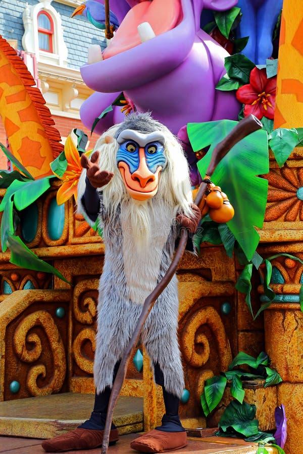 Rafiki der Löwekönigpavian bei Disneyland Hong Kong stockfotos
