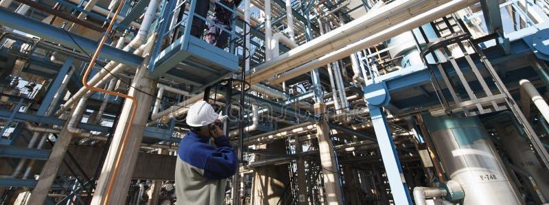 Rafineria pracownik i substanci chemicznej instalacja obrazy royalty free