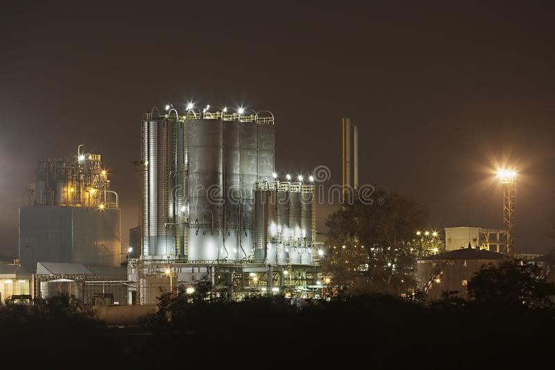 Rafineria Przy nocą obraz stock