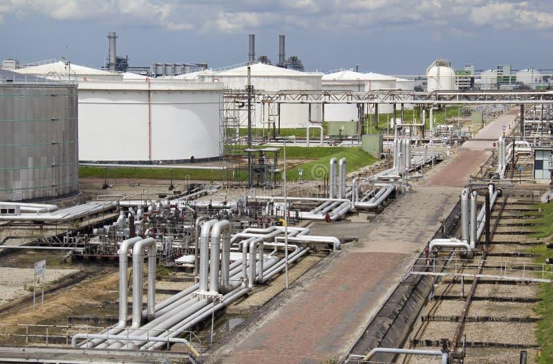 Rafineria Ropy Naftowej i Silosy fotografia stock