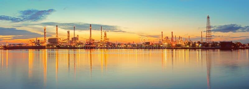 Rafineria ropy naftowej przemys? fotografia royalty free