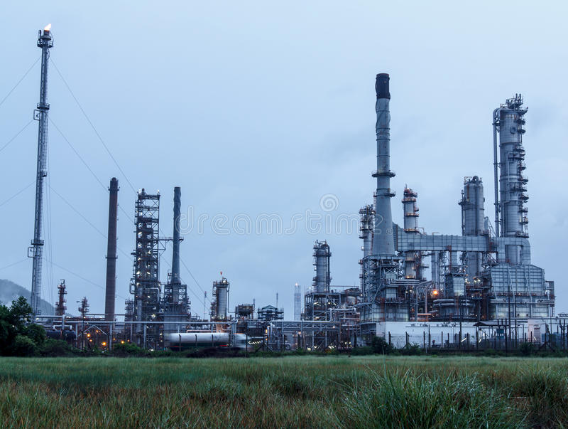 Rafineria Ropy Naftowej w dniu obrazy royalty free