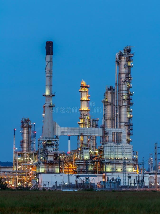Rafineria Ropy Naftowej w dniu obraz stock