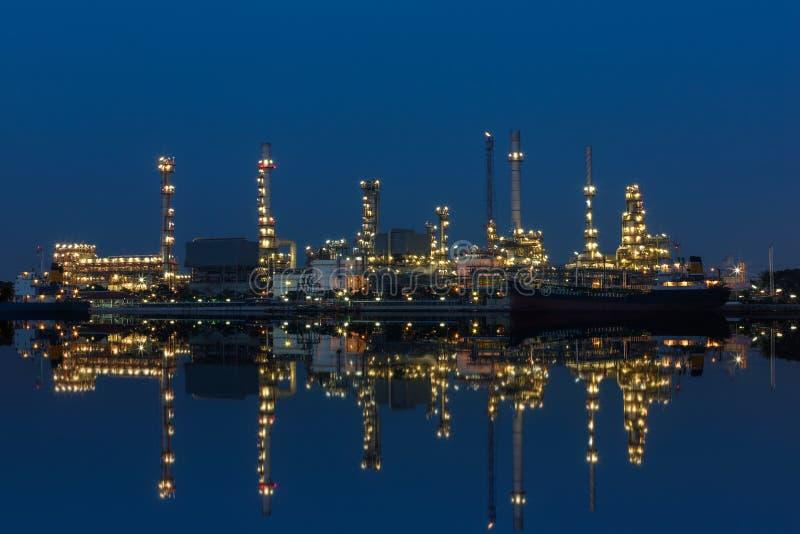 Rafinerii ropy naftowej fabryka fotografia royalty free