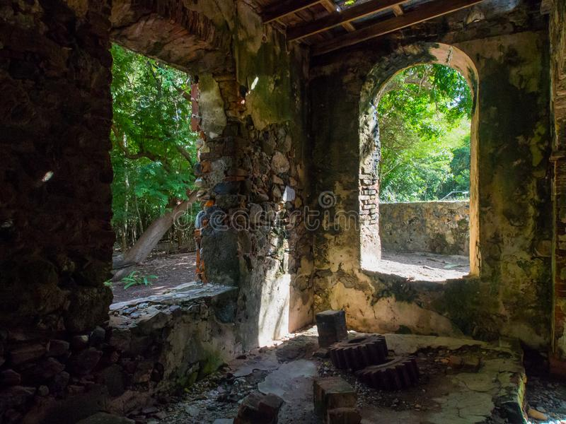 Rafowy Podpalany Cukrowego młynu wnętrze, St John, U S Dziewiczych wysp park narodowy fotografia stock