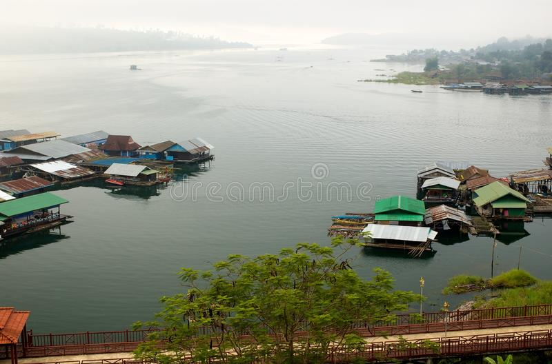 Download Raft Houses In River Bank In Sangkhlaburi Stock Image - Image: 14972457
