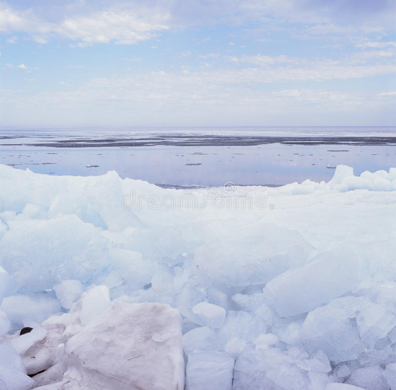 {Rafted Ice Phenomena - II.}. Arresting effects of strong winds on fractured ice floes, deposited against the shoreline of Mille Lacs Lake, Minnesota stock photo