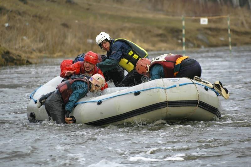 Rafting και κωπηλασία στον ποταμό στοκ φωτογραφία με δικαίωμα ελεύθερης χρήσης