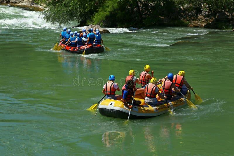 Rafting av turister i den Köprülü kanjonen royaltyfria bilder