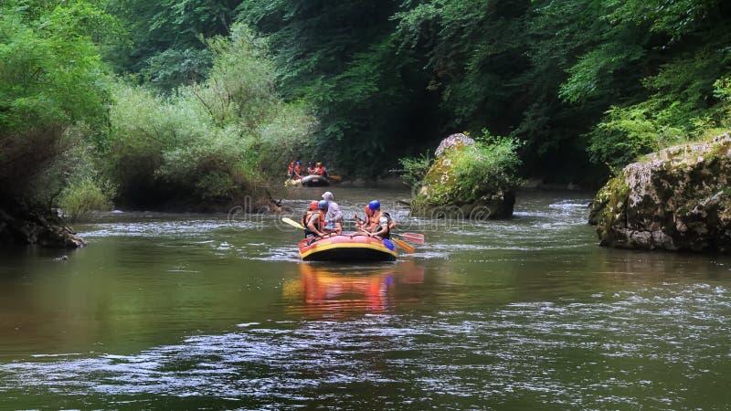 Rafting in een wilde kloof royalty-vrije stock afbeeldingen