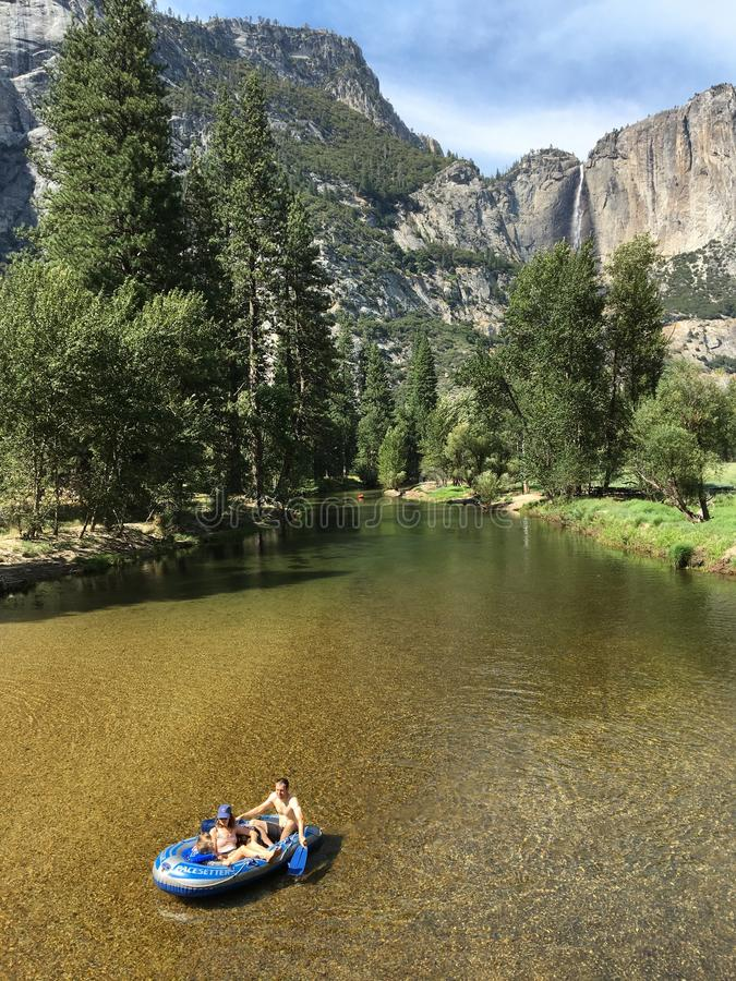 Rafting i Yosemite arkivfoton