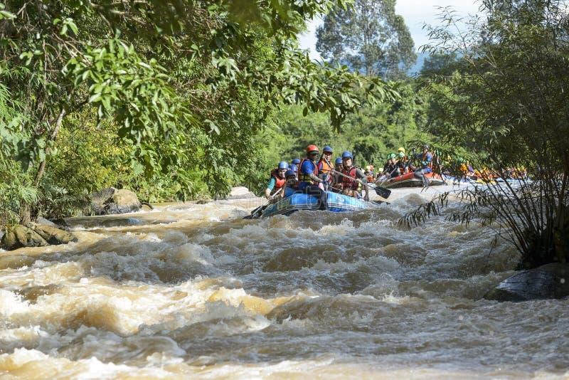 Rafting op de rivier Khek in Phitsanulok, Thailand stock foto's