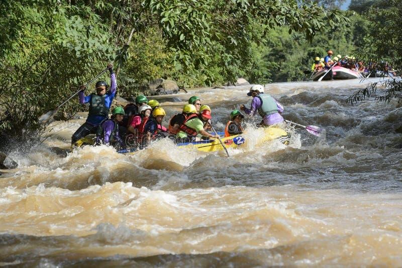 Rafting op de rivier Khek in Phitsanulok, Thailand stock foto