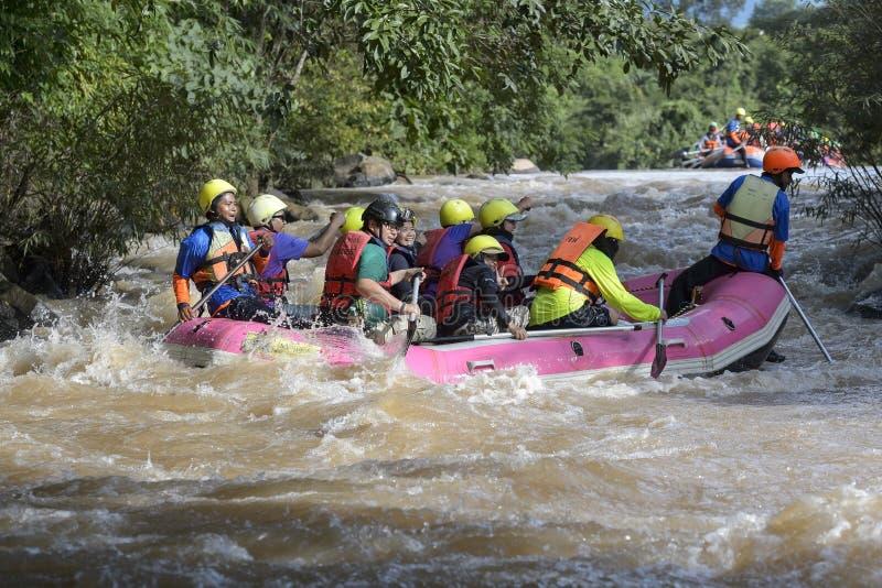 Rafting op de rivier Khek in Phitsanulok, Thailand stock fotografie