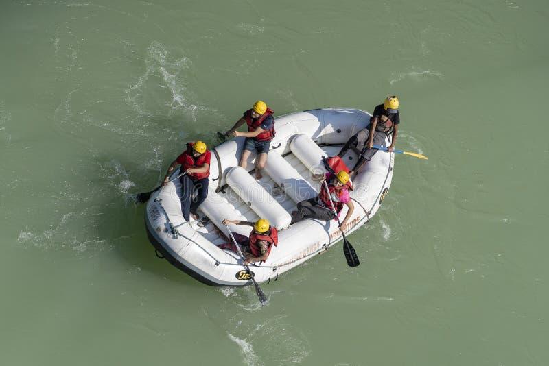 Rafting op de rivier van Ganges in Rishikesh, Noord-India, satellietbeeld royalty-vrije stock foto's