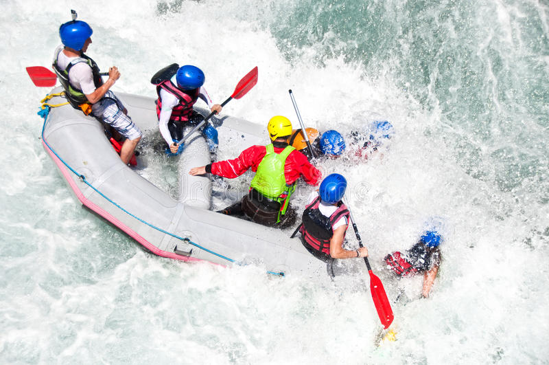 Rafting som extrem och rolig sport royaltyfri fotografi