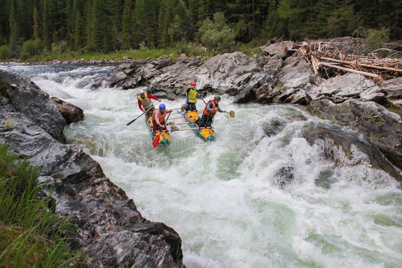 Rafting sul fiume di Bashkaus, sport estremo di Xtreme immagini stock libere da diritti