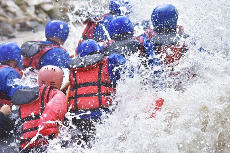 Raftingsteam het bespatten royalty-vrije stock afbeelding