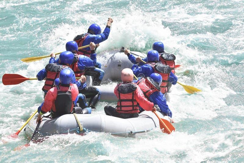 Raftingsteam het bespatten royalty-vrije stock afbeeldingen