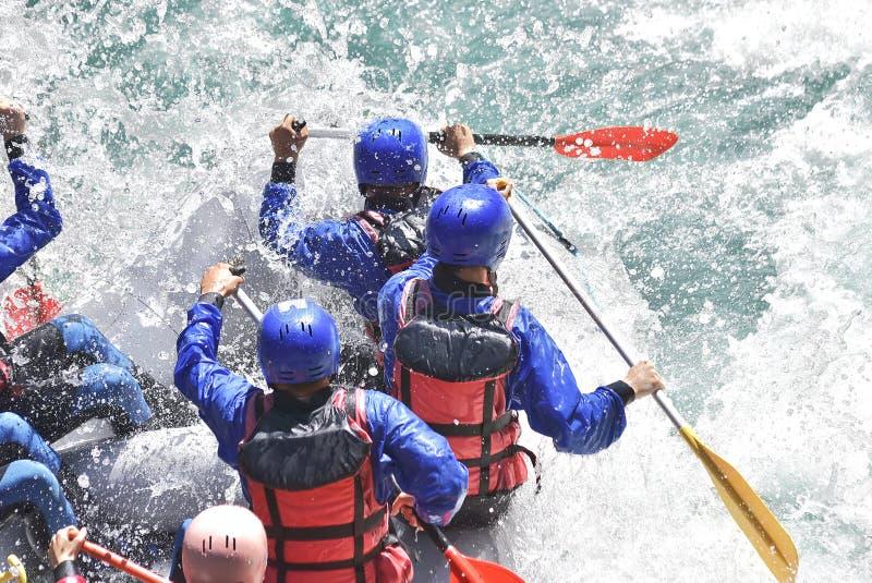 Raftingsteam het bespatten stock afbeeldingen