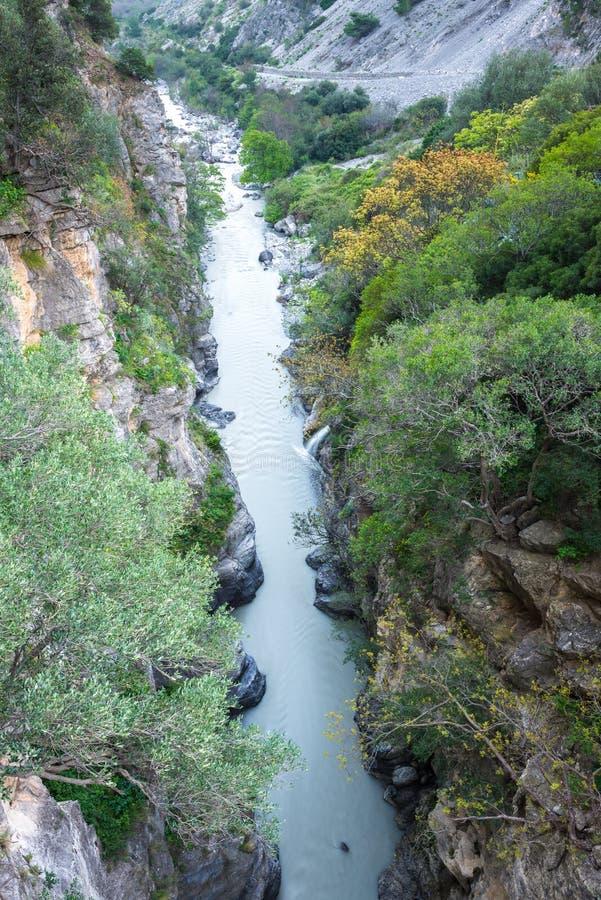 Raganello si rimpinza di dal ponte del diavolo, Calabria (Italia) immagine stock