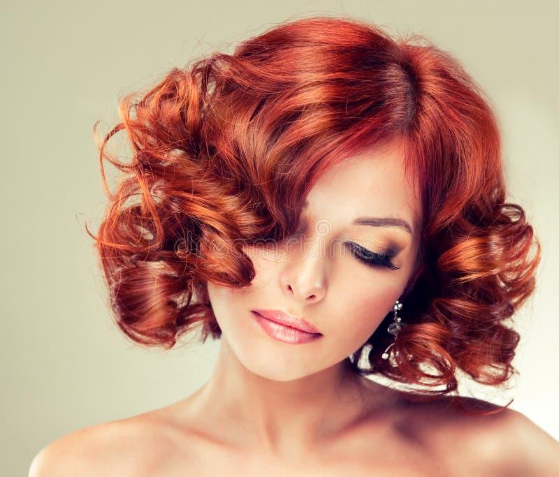 Ragazza abbastanza red-haired fotografia stock