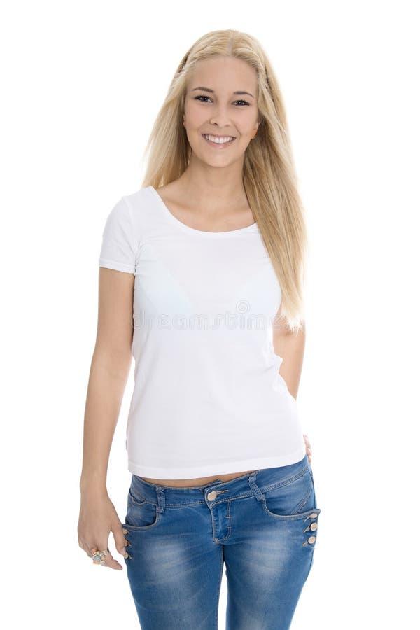 Ragazza abbastanza teenager isolata sopra la camicia d'uso bianca ed il tralicco blu immagini stock