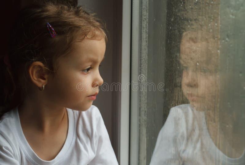 Ragazza adorabile del bambino fotografie stock libere da diritti