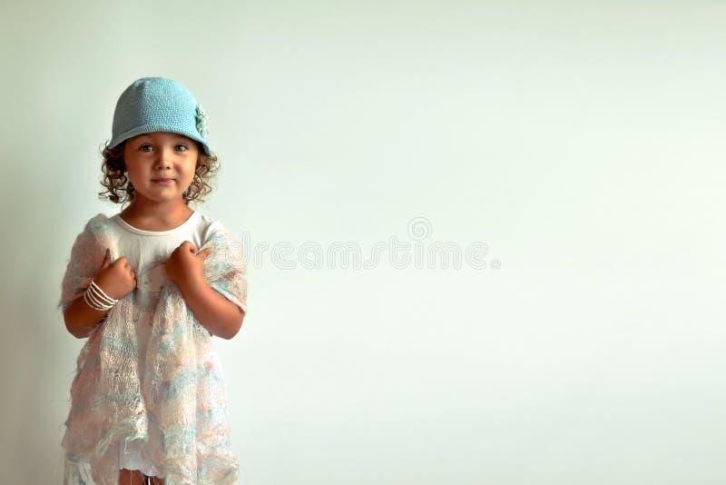 Ragazza affascinante Modo del ` s dei bambini fotografia stock libera da diritti