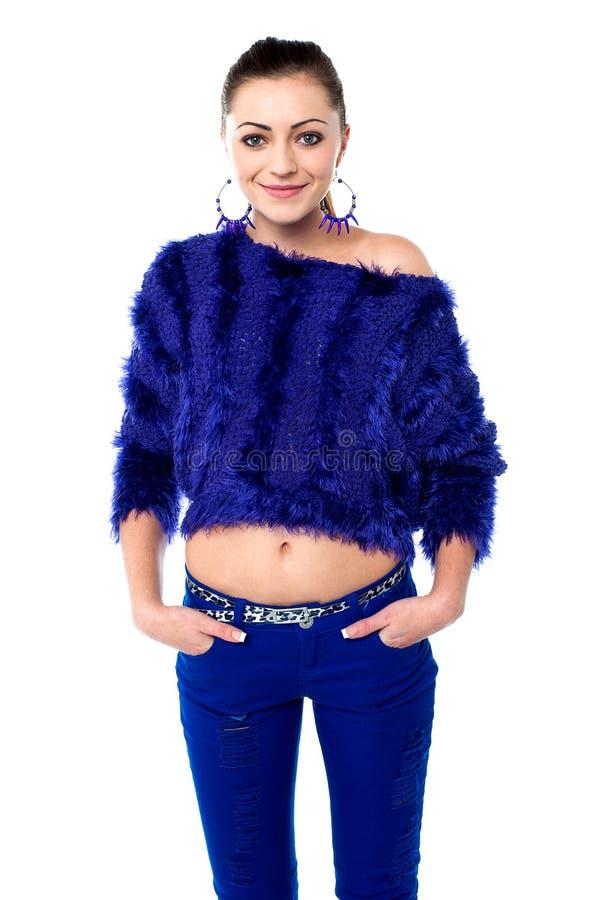 Ragazza alla moda in abbigliamento d'avanguardia immagine stock libera da diritti