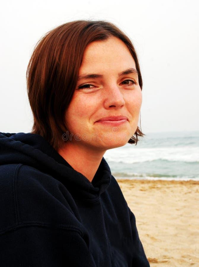 Ragazza alla spiaggia immagini stock