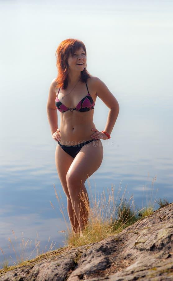 Ragazza allegra in bikini immagine stock libera da diritti