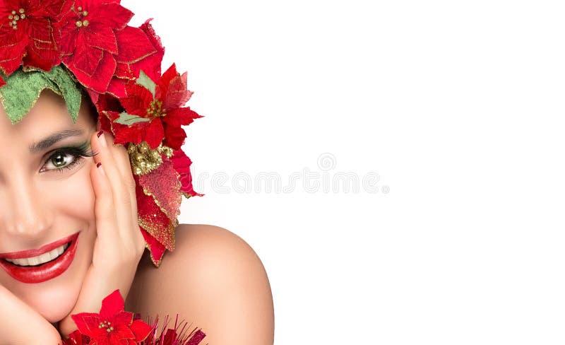 Ragazza allegra di Natale con la parrucca floreale di bellezza. Acconciatura di festa fotografie stock libere da diritti