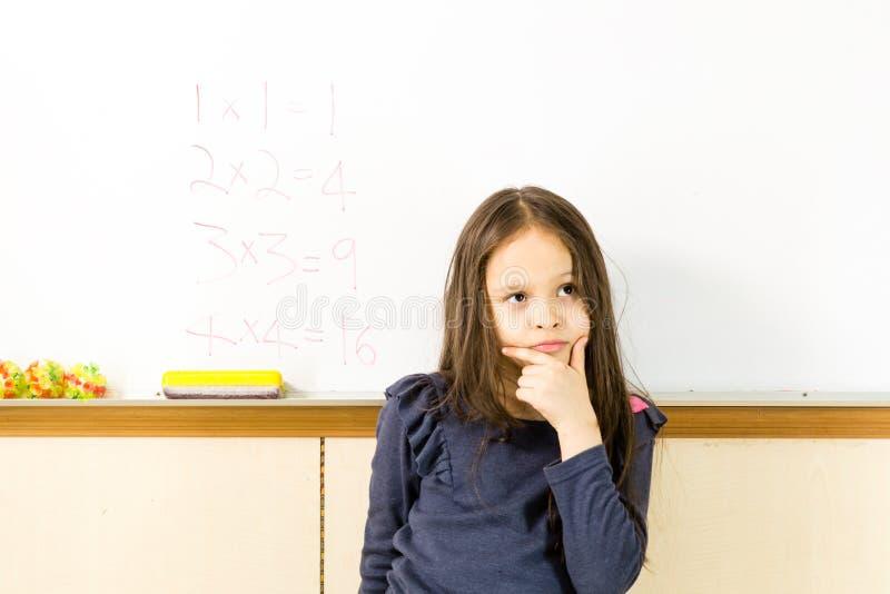 Ragazza americana asiatica alla scuola immagine stock libera da diritti