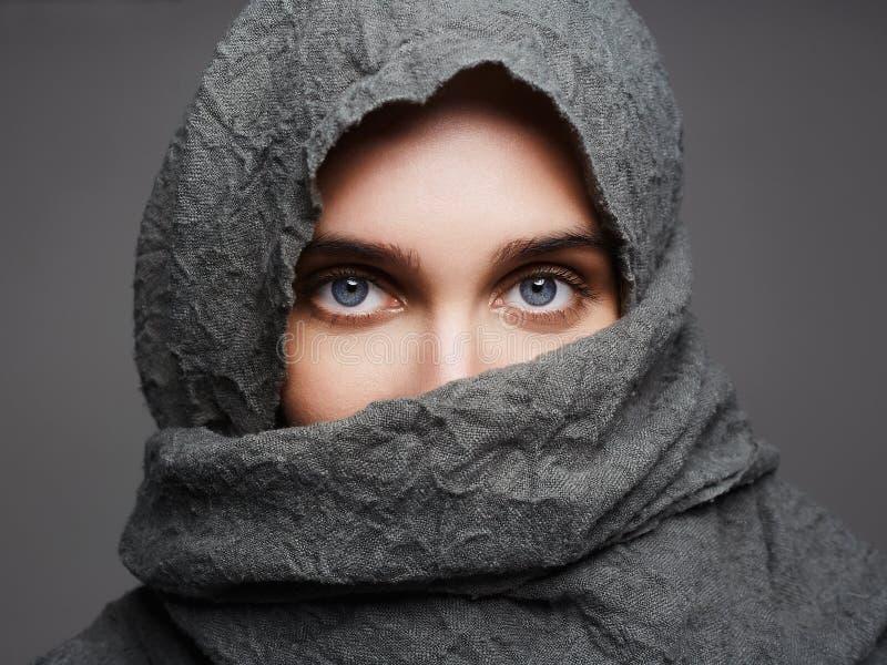 Ragazza araba alla moda di stile immagini stock