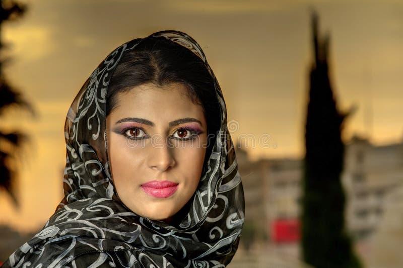 Ragazza araba di bellezza sensuale con hijab fotografie stock